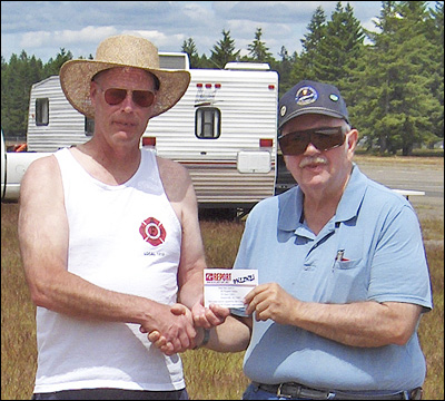 CD Tom Strom Sr. (L) Awards Third Place to Dick Robb