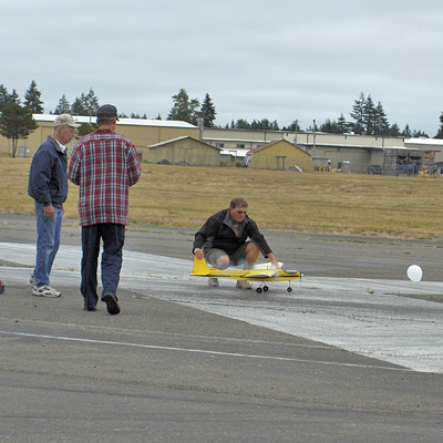CD Tom Strom Sr., Pilot Bob Beatty, and Eric Ide<br>Ready to Taxi the First Figure 8